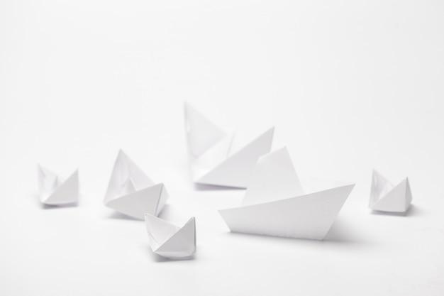 Conjunto de barcos de papel origami.