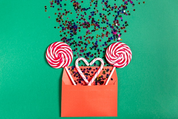Conjunto de bastões de doces em envelope
