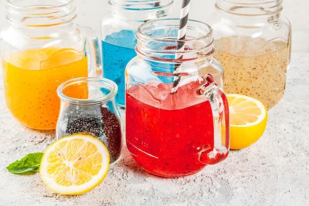 Conjunto de bebida de sementes de chia diferente, coquetéis de frutas tropicais, fresca
