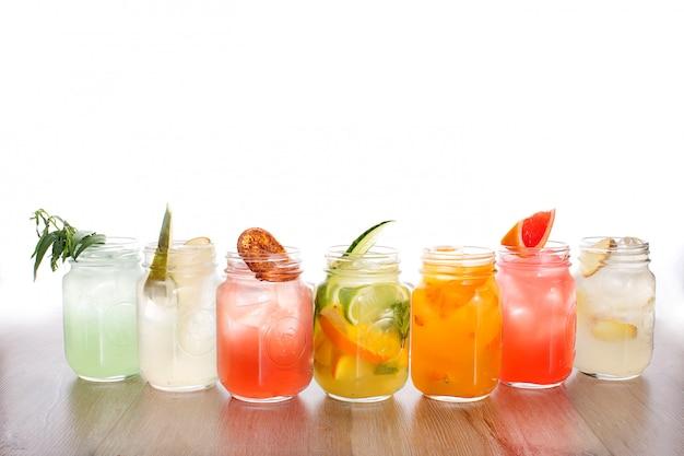 Conjunto de bebidas refrescantes