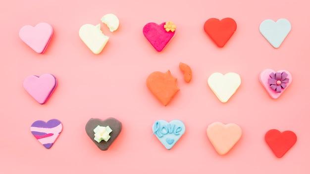 Conjunto de biscoitos em forma de coração