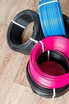 Conjunto de cabos elétricos coloridos