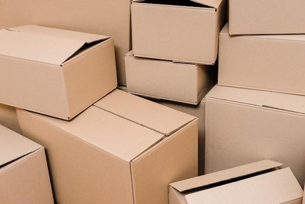 Conjunto de caixas de papelão fechadas