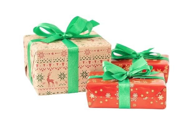 Conjunto de caixas de presente de natal isoladas no fundo branco