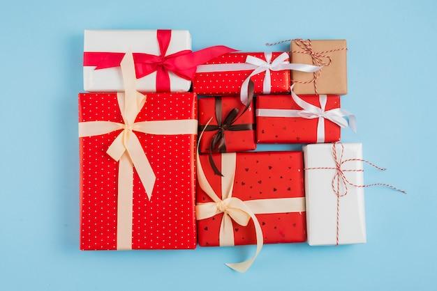 Conjunto de caixas de presente em envoltórios