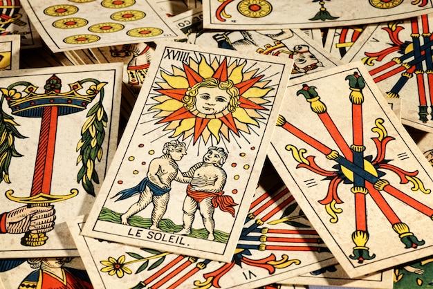 Conjunto de cartas de tarô