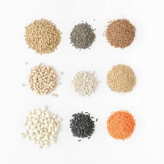 Conjunto de cereais brancos fonte de comida saudável proteína vegetarianos
