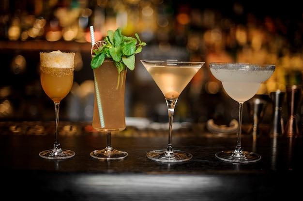 Conjunto de cocktails clássicos