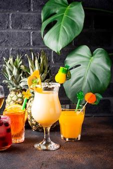 Conjunto de cocktails de verão diferentes
