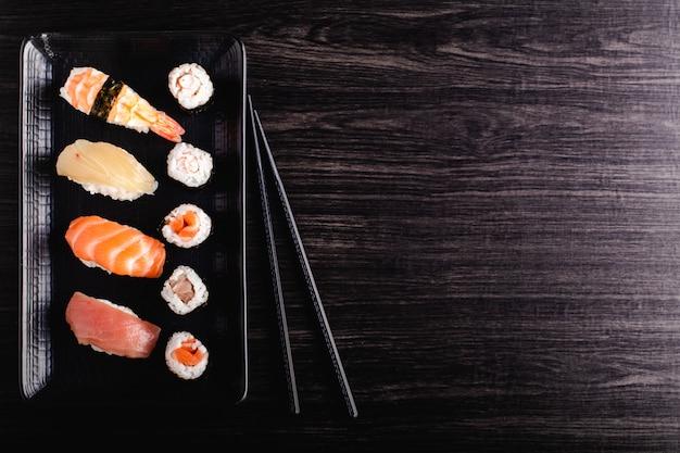 Conjunto de comida de sushi com espaço de cópia