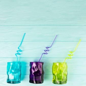 Conjunto de copos com canudos