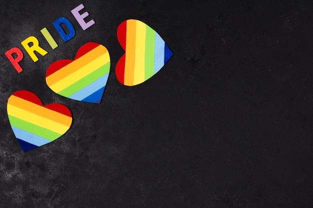 Conjunto de coração nas cores do arco-íris com espaço de cópia