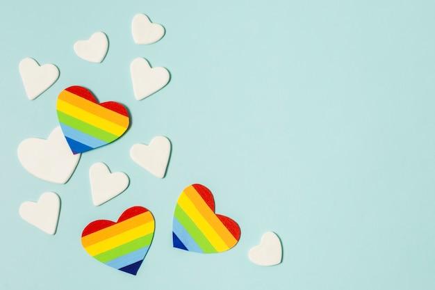 Conjunto de corações nas cores do arco-íris