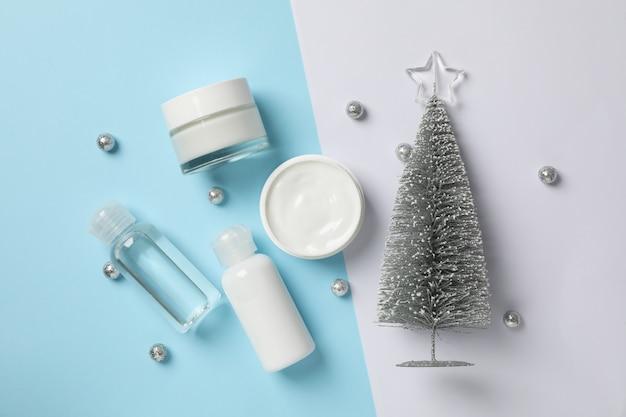 Conjunto de cosméticos, pote de creme de inverno para a pele em dois tons, espaço para texto. vista do topo