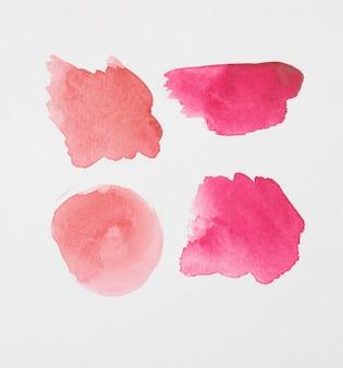 Conjunto de diferentes tons de tintas vermelhas em papel branco