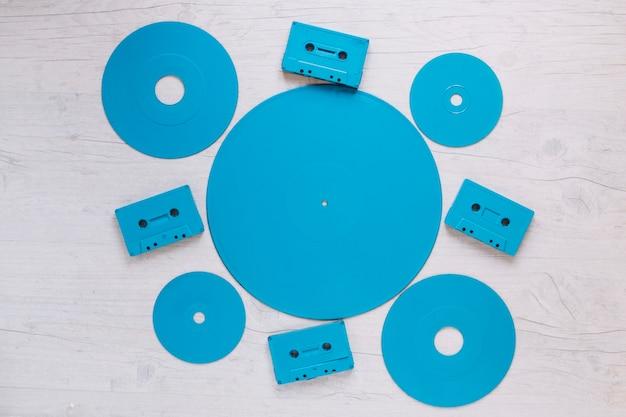 Conjunto de discos e cassetes