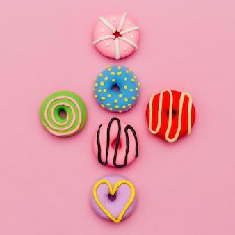 Conjunto de donut de moda. arte flatlay mínima de doces rosa.