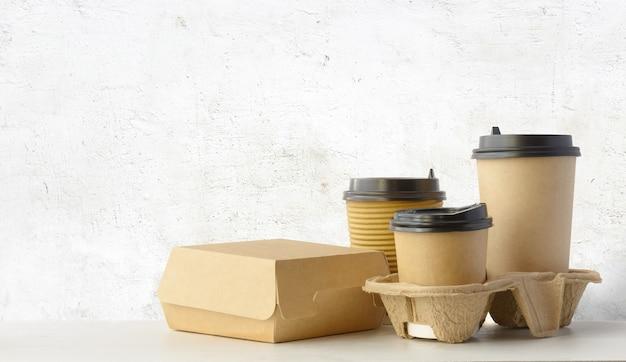 Conjunto de embalagens de fast food e bebidas