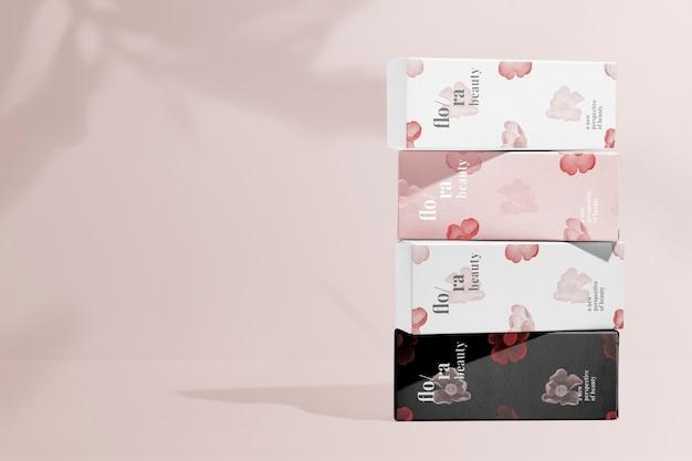 Conjunto de embalagens de produtos de beleza com padrão floral, remix de obras de arte de zhang ruoai