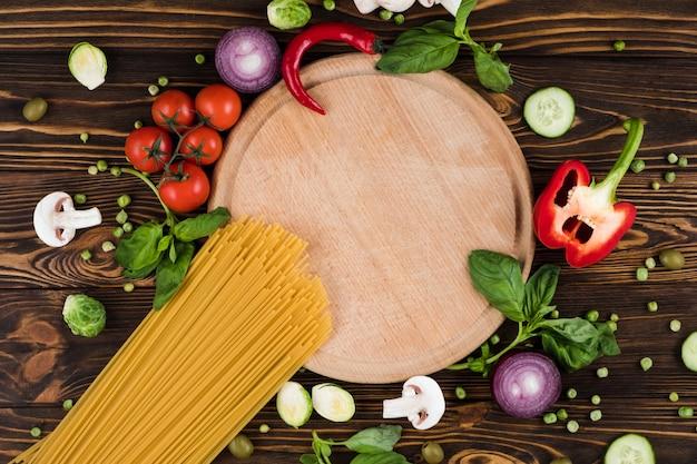 Conjunto de espaguete, produtos de cozinha, vista superior, espaço livre