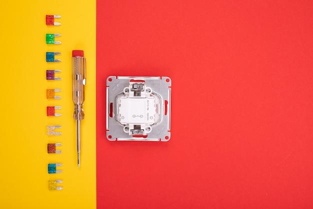 Conjunto de ferramenta elétrica e soquete branco colorido