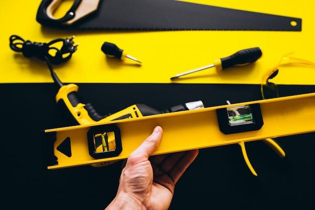 Conjunto de ferramentas amarelas