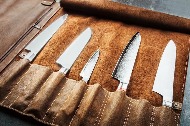 Conjunto de ferramentas de cozinheiro profissional. caso especial de facas de cozinha. vista de cima