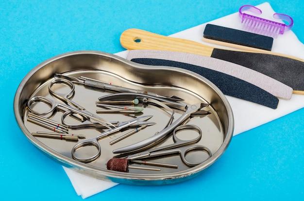Conjunto de ferramentas de manicure profissional. conceito de beleza.