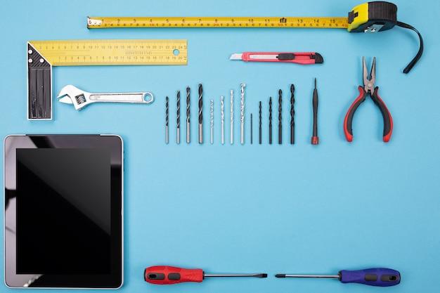 Conjunto de ferramentas de metalurgia com tablet colorido