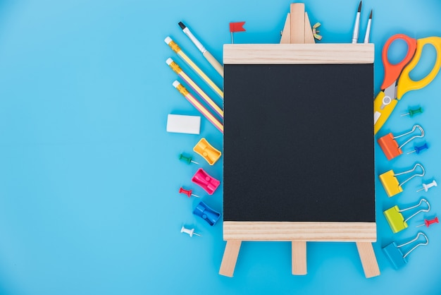Conjunto de ferramentas de vista superior para crianças de educação em azul