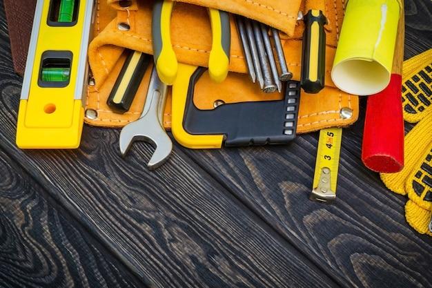 Conjunto de ferramentas na bolsa para carpintaria e acessórios para o mestre