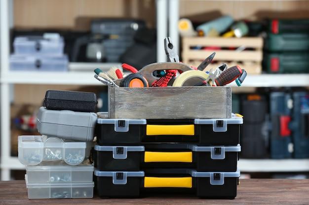 Conjunto de ferramentas na oficina