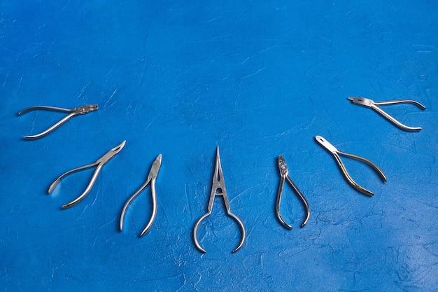 Conjunto de ferramentas ortodônticas metálicas médicas
