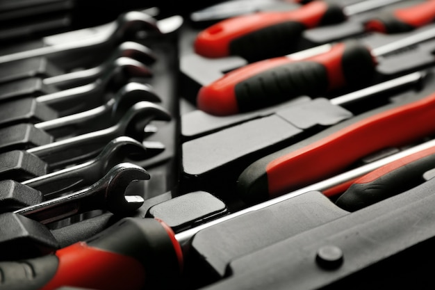 Conjunto de ferramentas para conserto de automóveis em caixa, close-up