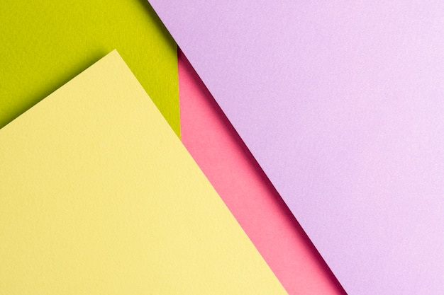 Conjunto de folhas de papel colorido com espaço de cópia