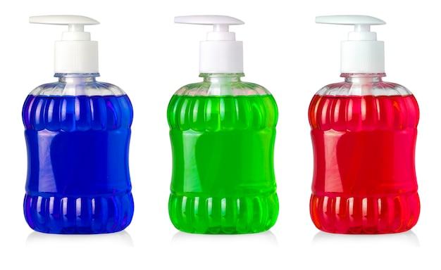 Conjunto de frascos com sabonete líquido e dispensador isolado no fundo branco
