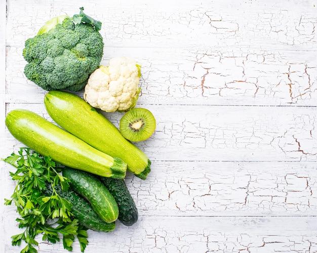 Conjunto de frutas e legumes verdes