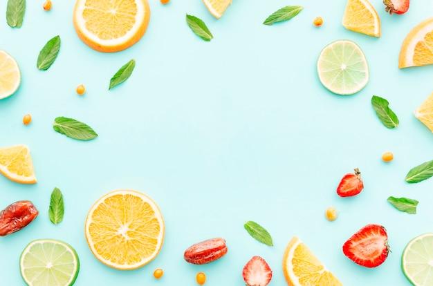 Conjunto de frutas, sementes e folhas