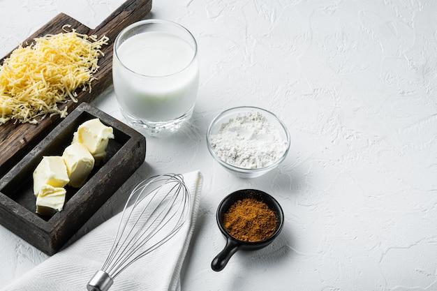 Conjunto de ingredientes caseiros de bechamel francês ou molho branco
