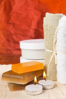 Conjunto de itens preparados para os tratamentos de spa