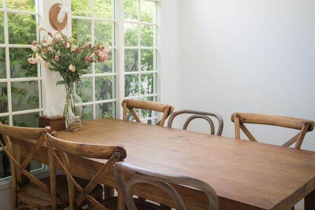 Conjunto de jantar de móveis de madeira clássica