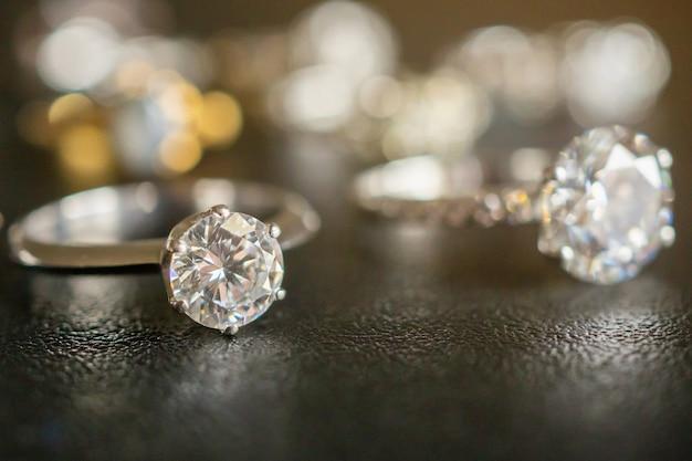 Conjunto de joias com anéis de diamante