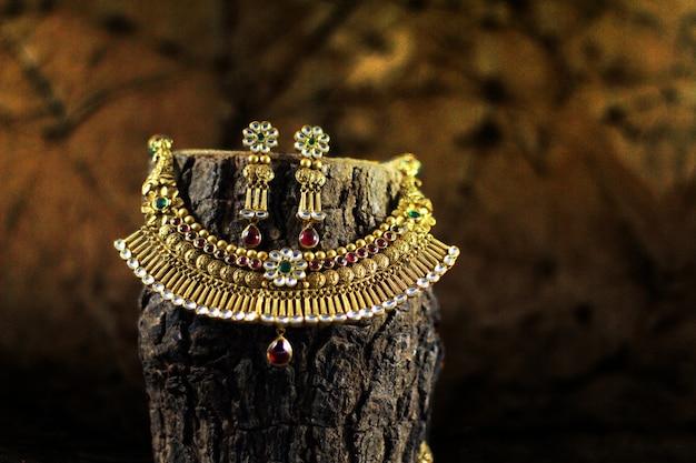 Conjunto de joias de ouro de noiva