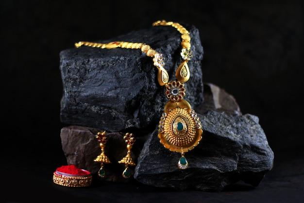 Conjunto de jóias de ouro real