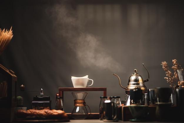 Conjunto de kits de filtro de gotejamento de café em exibição no café