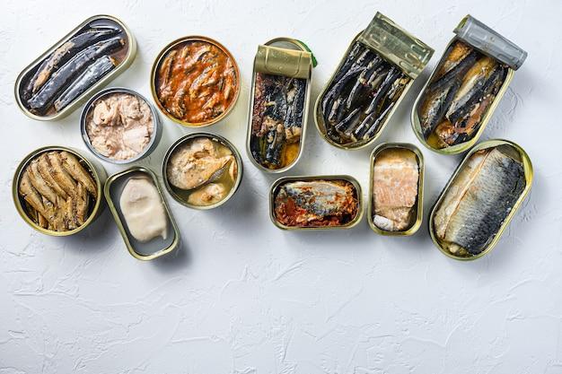 Conjunto de latas de alumínio e lata com cavala, espadilha, sardinha