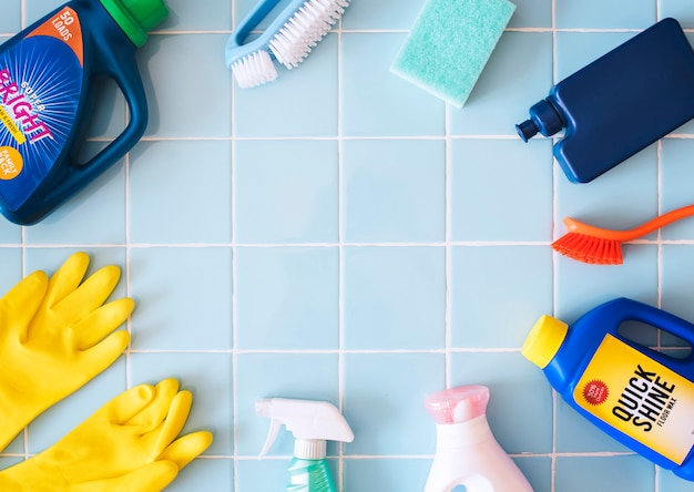 Conjunto de lavagem e limpeza de equipamentos tarefas domésticas conceito