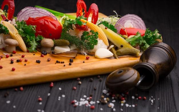 Conjunto de legumes em conserva