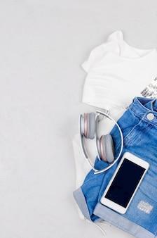 Conjunto de leigos planos de feminine ou jovem garota vestir em estilo marinho