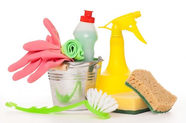 Conjunto de limpeza colorido brilhante em um